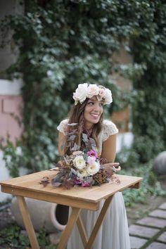 novia boho, boda boho chic, corona de novia, corona de flores