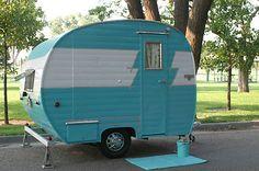 Tiny Trailer / Vintage Camper/ Caravan / Canned Ham <O> Retro Caravan, Vintage Campers Trailers, Retro Campers, Vintage Caravans, Camper Trailers, Tiny Trailers, Caravan Ideas, Small Caravans, Camper Caravan