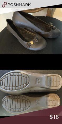 Crocs Women's BrownGianna Bow Flats Size 8Medium Crocs Women's BrownGianna Bow Flats Size 8Medium crocs Shoes Flats & Loafers