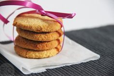 Kokoskoekjes Dairy Free Cookies, Paleo Cookies, Vegan Baking, Healthy Baking, Baking Recipes, Cookie Recipes, Good Food, Yummy Food, Tasty