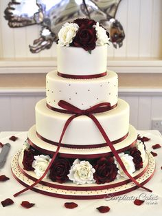 Image from http://www.simplicitycakes.co.uk/wp-content/uploads/2015/06/Simplicity_cakes_sarah_wedding_cakes_swindon_hannah_roses_red_forweb.jpg.