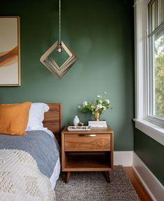 Bedroom Green, Green Rooms, Olive Green Bedrooms, Olive Bedroom, Mid Century Modern Bedroom, Bedroom Paint Colors, Best Color For Bedroom, Bedroom Colour Schemes Green, Color Schemes