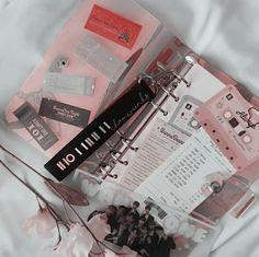 𝕗𝕝𝕠𝕨𝕖𝕣 𝕦🥀 What is your favorite kpop group? Bullet Journal Aesthetic, Bullet Journal Ideas Pages, Bullet Journal Inspiration, Korean Aesthetic, Pink Aesthetic, Simple Aesthetic, Kpop Diy, Ideias Diy, Kpop Merch