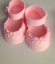 pink Fondant shoes cake toppers by Ninettacakes on Etsy Fondant Baby Shoes, Fondant Flower Cake, Fondant Cake Toppers, Fondant Figures, Fondant Cakes, Cupcake Cakes, Cake Fondant, 3d Cakes, Cupcake Toppers