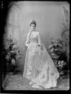 Silver gelatin print of a new bride, 1880s, Sydney, Australia. #Victorian #vintage #wedding #bride #dress #portraits