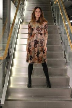 Velvet dress, so styleish and cool from By Kris of Norway Norway, Fur Coat, Dresses With Sleeves, Velvet, Long Sleeve, Jackets, Fashion, Down Jackets, Moda