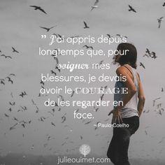 """""""J'ai appris depuis longtemps que, pour soigner mes blessures, je devais avoir le courage de les regarder en face."""" - Paulo Coelho"""