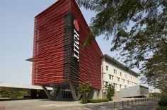 RMIT Academic Building 2 (AB2) by Spowers. Photo © Peter Bennetts. #wanawards #architecture #Vietnam