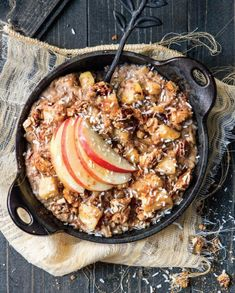 Apple Oatmeal GF/Dairy Free from Angela Liddon Oh She Glows Apple Pie Oatmeal, Vegan Oatmeal, Oatmeal Recipes, Breakfast And Brunch, Breakfast Recipes, Morning Breakfast, Easy Healthy Recipes, Whole Food Recipes, Vegetarian Recipes