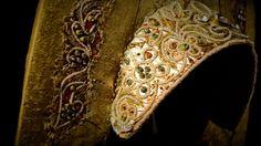 Слово «кокошник» происходит от древнеславянского «кокошь», которым называли курицу-наседку. Впервые кокошник женщина надевала во время свадебного обряда, после венчания или на второй день свадьбы.