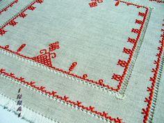 Салфетка `Берегиня`, ручная вышивка, серый небелёный лён.