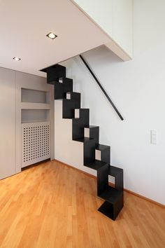Home Stairs Design, Attic Design, House Design, Loft Stairs, House Stairs, Marble Stairs, Modern Office Decor, Stair Handrail, Wall Decor Design