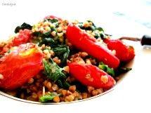Kasza gryczana ze szpinakiem i pieczonymi pomidorami