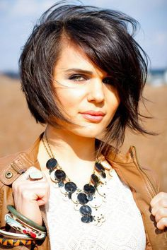 short bob hairstyle - This hairstyle is a great in-between look that bridges the gap between a pixie and longer cuts.  Read more: http://www.dailymakeover.com/trends/hair/fall-haircuts-2014/#ixzz3E0hddZOs