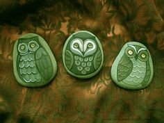 A little moss green owl on lake stone, painted with acrylics and sealed with a clear coat. Painted Rocks Owls, Owl Rocks, Painted Stones, Painted Pebbles, Pebble Painting, Pebble Art, Stone Painting, Rock Painting, Pebble Stone