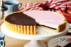 Update this classic Australian dessert, with its signature brown and pink topping, on a grand scale.
