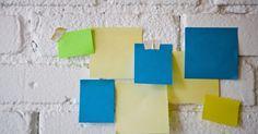 Cómo hacer un block de notas autoadhesivas. Los blocks de notas autoadhesivas vienen en una variedad de colores y tamaños, y permiten dejar mensajes y recordatorios para ti y los demás. Sin embargo, pueden resultar costosos si se utilizan a menudo. Puedes hacer tus propios blocks de notas autoadhesivas usando tu papel favorito y una barra de pegamento reposicionable. Las barras de pegamento ...