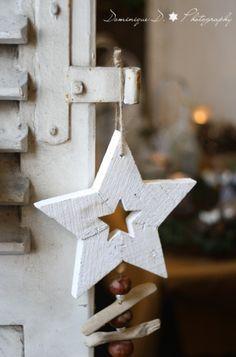 A wooden star