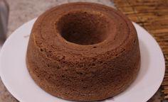Receita fitness de bolo de chocolate com Whey Protein. Preparado com farinha de aveia contribui ainda mais para uma alimentação saudável.