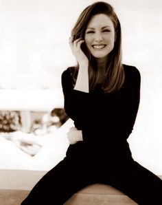 Julianne Moore:  all black - love the hair too