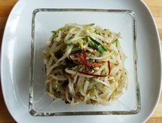 Mung bean sprout side dish (Sukjunamul) Bean Sprout Salad, Bean Sprout Recipes, Bean Sprouts, Korean Side Dishes, Side Dish Recipes, Asian Recipes, Ethnic Recipes, Vegetarian Recipes, Cooking Recipes
