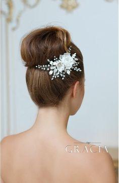 ROSE Floral Hair Accessories White Bridal Hair Flower Comb With Rhinestones #topgraciawedding #bridalhairaccessories #weddingheadband