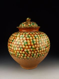 Tang Dynasty Tri - Colored Pottery Lidded Jar Photos and Information in AncientPoint Glazes For Pottery, Glazed Pottery, Earthenware Clay, Stoneware, Vase Shapes, Jar Lids, Antique China, Ceramic Art, Porcelain Ceramic