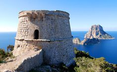 One of the great travel experiences that Ibiza offers us, is some tempting spots and places with the most beautiful and breathtaking views. These are, without a doubt,our favorites. All them are really worthwhile visiting. Lookout of King Jaume I Located in the plaza of the Cathedral of Ibiza, it is also known as mirador de Dalt Vila. From the...