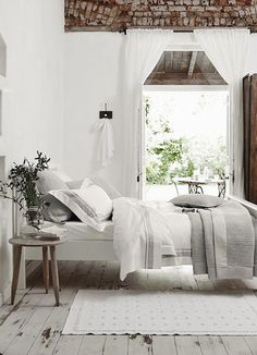 Luxury Bedding Sets For Less Code: 4800807697 Rustic Bedroom Decor, Apartment Bedroom Decor, White Company Bedroom, Bed Linens Luxury, Cool Beds, Bedroom Interior, Home Bedroom, Remodel Bedroom, Home Decor