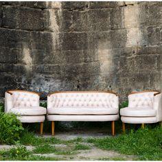 Kapitoneli,ağaç dekoratifli koltuk takımına bayılacaksınız.satış için www.enmodahome.com