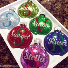 Cricut: Super Easy Personalized Glitter Ornaments - Happiness is Homemade. These make great holiday gifts for friends, cousins, neighbors, play group, and more! Glitter Ornaments, Diy Christmas Ornaments, Diy Christmas Gifts, Christmas Projects, All Things Christmas, Holiday Crafts, Holiday Fun, Christmas Decorations, Ornament Crafts