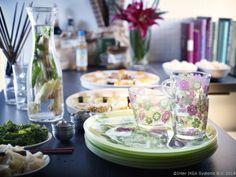 Pahare și cești înflorate pentru băuturi răcoritoare
