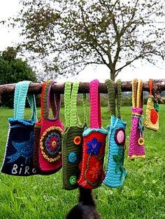 cute knitted bags at Ingthings (I think they look more like crocheted bags)