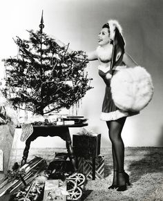 vintage everyday: 30 Vintage Hollywood Starlet Christmas Pin-up Photos Ann Miller Old Hollywood Stars, Vintage Hollywood, Classic Hollywood, Hollywood Glamour, Vintage Christmas Photos, Vintage Holiday, Merry Christmas Pictures, Vintage Winter, Noel Christmas