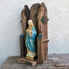Madonna with Rustic Shrine Nicho Altar Icon Altar, Wood Projects, Projects To Try, Prayer Box, Metal Tins, Old Wood, Casket, Wood Pieces, Madonna