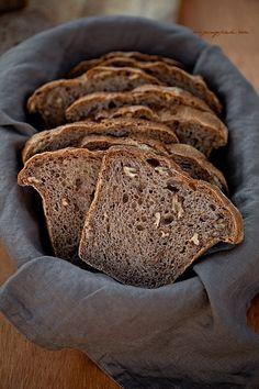 Moje Wypieki | Chleb na zakwasie żytnim z orzechami