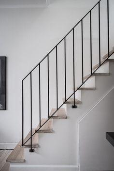 Under trappan finns ett smart förvaringsutrymme.. Godhemsgatan 5 - Bjurfors