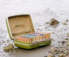 Egy-két mondat:  Könyvek - Books - Ha elutazom valahová, mindig magammal viszem a lényeges dolgokat…