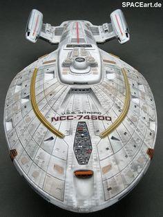 Starfleet ships: Voyager's class-leading hull, USS Intrepid in bow-on dorsal view Star Trek Starships, Star Trek Enterprise, Star Trek Voyager, Star Trek Vi, Star Trek Ships, Star Wars, Star Trek Models, Sci Fi Models, Stargate