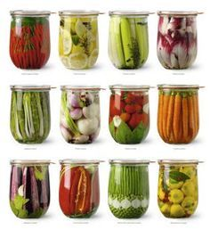 vegetables in jars and lactofermentation: THE RECIPE: for a liter of boiled and cooled water, add 20 g of salt tablespoons) Raw Food Recipes, Cooking Recipes, Yellow Squash Recipes, Canning Vegetables, Fermentation Recipes, Refrigerator Pickles, Jar Art, Home Canning, Weird Food