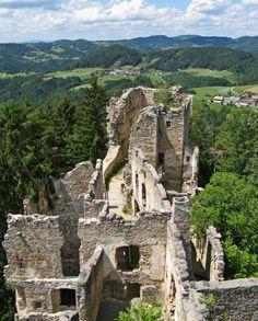 The Prandegg Castle ruins are near the village of Schönau im Mühlkreis in the Freistadt District, which lies in the Mühlviertel area of Upper Austria.