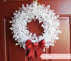 Dollar Store DIY Snowflake Wreath by Mama In The Deep - 30 Incredible Dollar Store DIY Christmas Decor Ideas. Easy to ma Diy Christmas Fireplace, Diy Christmas Snowflakes, Dollar Tree Christmas, Diy Christmas Decorations Easy, Christmas Wreaths, Christmas Crafts, Snowflake Wreath, Handmade Decorations, Christmas Tree Cut Out
