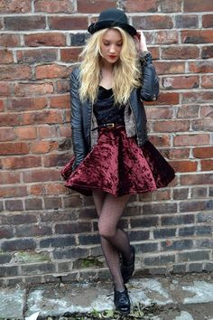 great costume for Goth Girl - black blowler, black leather jacket - or maybe Nonie would wear it, later, in book 2...