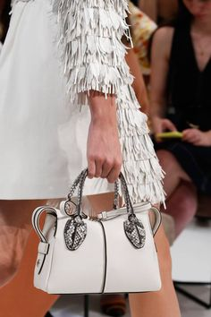 S spring/summer 2019 ready-to-wear bags tods bag, fashio Sac Tods, Tods Bag, Fashion Bags, Fashion Show, Fashion Accessories, Womens Fashion, Fashion Purses, 50 Fashion, Fashion Watches
