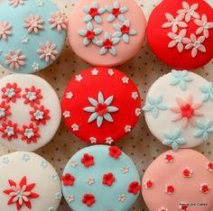 aqua_red_pink_cupcakes-thumb