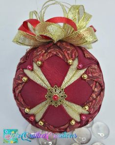 Quilted Christmas Ornaments, Great Christmas Presents, Fabric Ornaments, Ball Ornaments, Christmas Balls, Star Ornament, Fabric Balls, Cross Quilt, Ornament Tutorial