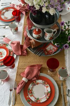 I have a table full of posies in time for spring and gardening season,Katie Alice® Scarlet Poseyby Pfaltzgraff! Northamptonshire born lifestyle designer, Katie Alice, weaves her colorful magical…