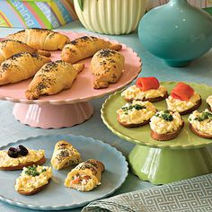 Dainty Pick-up Foods Impress guests with dainty pickup foods, such as Egg Salad Crostini and Chicken Salad Crescent Rolls. These recipes work well for both late-morning and afternoon showers. Southern Wedding Food, Southern Bridal Showers, Bridal Shower Menu, Simple Bridal Shower, Bridal Shower Recipes, Wedding Showers, Wedding Finger Foods, Wedding Foods, Food Menu