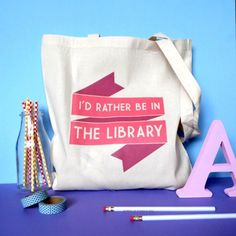 Adorable Christmas present idea for friends who love to read!