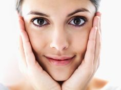 le bicarbonate de soude pour la peau: prendre soin de sa peau au quotidien pour la nettoyer, la purifier ou encore agir sur des problèmes de peau comme l'acné, l'eczéma, un bouton de fièvre, une peau sèche ou irritée, une verrue, des cors ou des durillons…